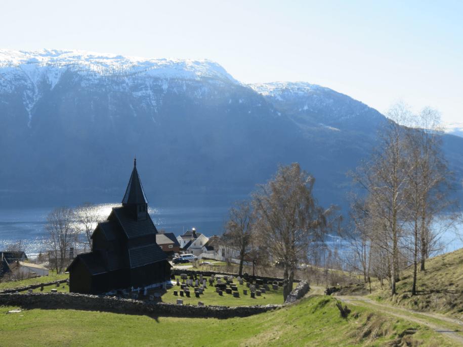 Urnes stavkirkje église en bois noire patrimoine mondial de l'Unesco